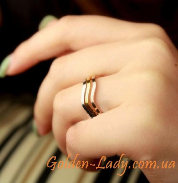 Тройное кольцо с разными цветами
