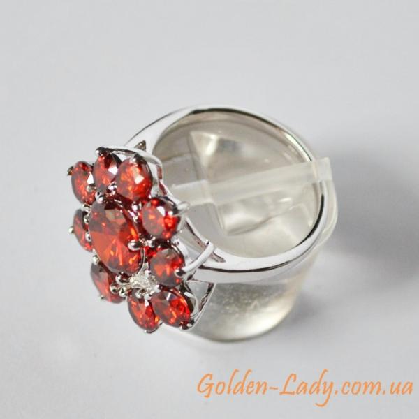 кольцо женское из белого золота 750 с гранатом