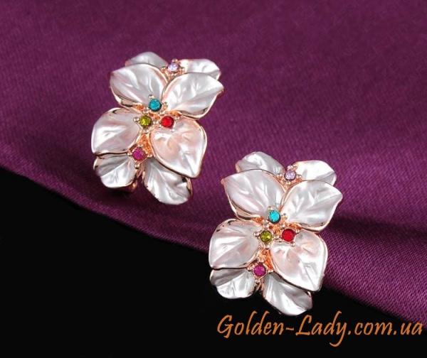 Серьги в виде белого цветка