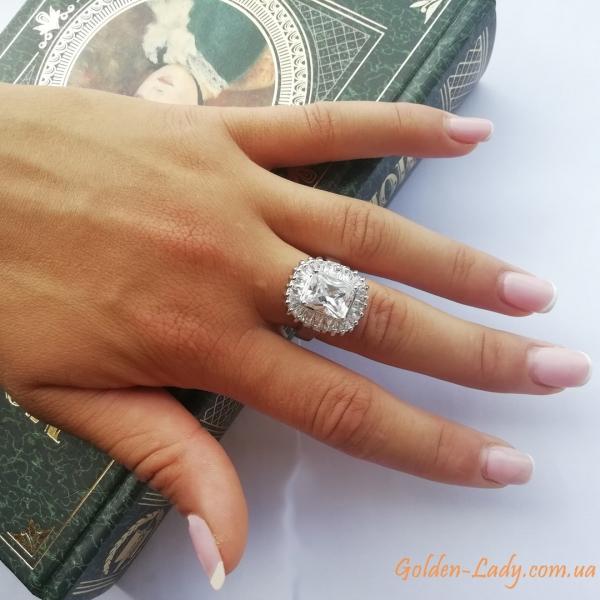 Большое кольцо в белом золоте