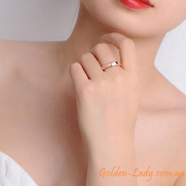 кольцо классическое с камнем