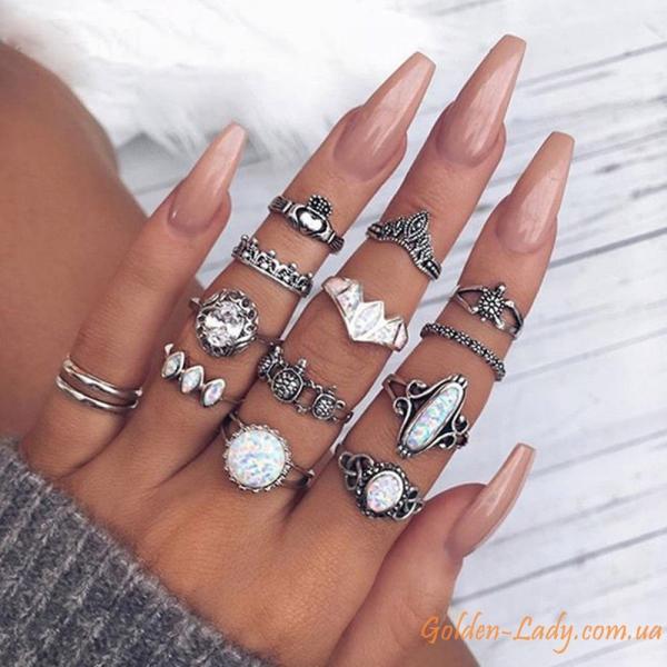 кольца с белыми мутными камнями