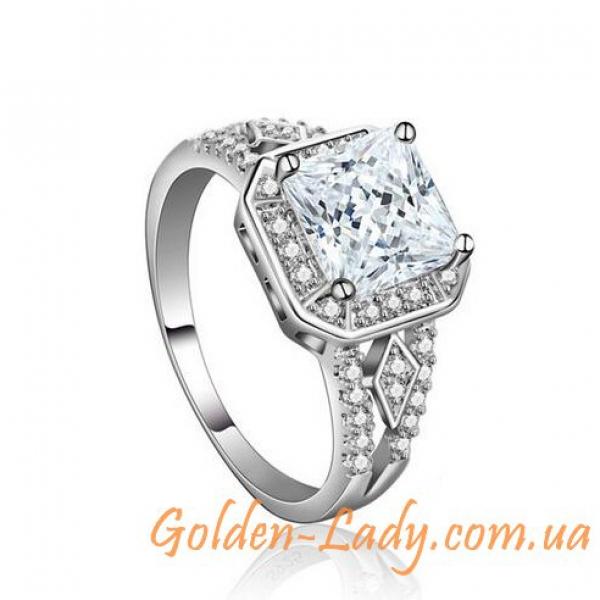 Кольцо с большим переливающимся камнем