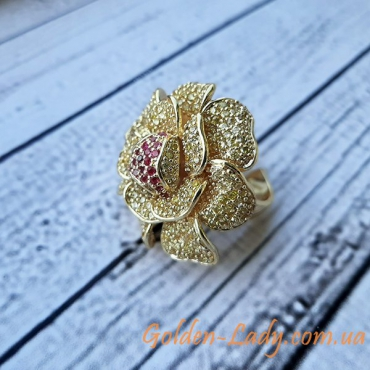 огромное кольцо в виде цветка