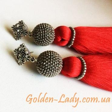 Сережки кисти красного цвета