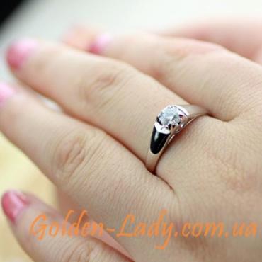 кольцо в белом золоте с диамантом