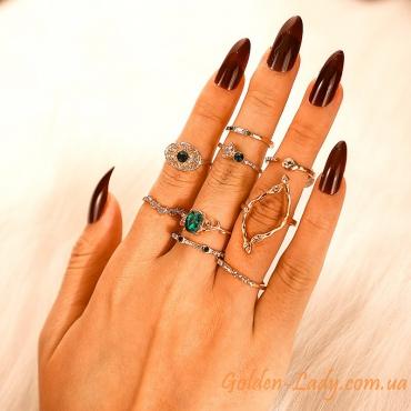 кольца с зелеными камнями