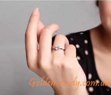кольцо серебряное 925 на пальце