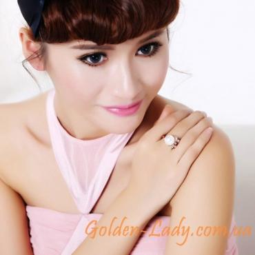 девушка с кольцом с жемчужиной Belladonna