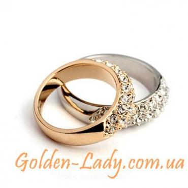 позолоченное кольцо с белыми камнями