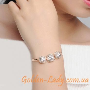 красивый браслетик с камнями на руке