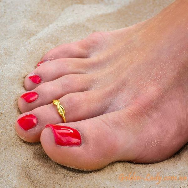 кольцо на пальце ноги в желтом золоте